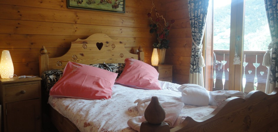 16 Chalet Burgin 4* Accommodation, Meribel.