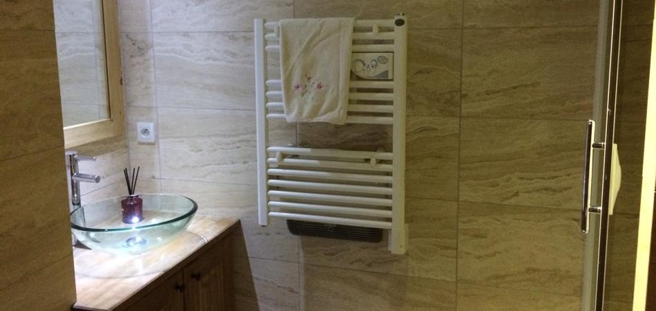 Meribel Apartments - Chalet Champetre Top Floor Shower Room